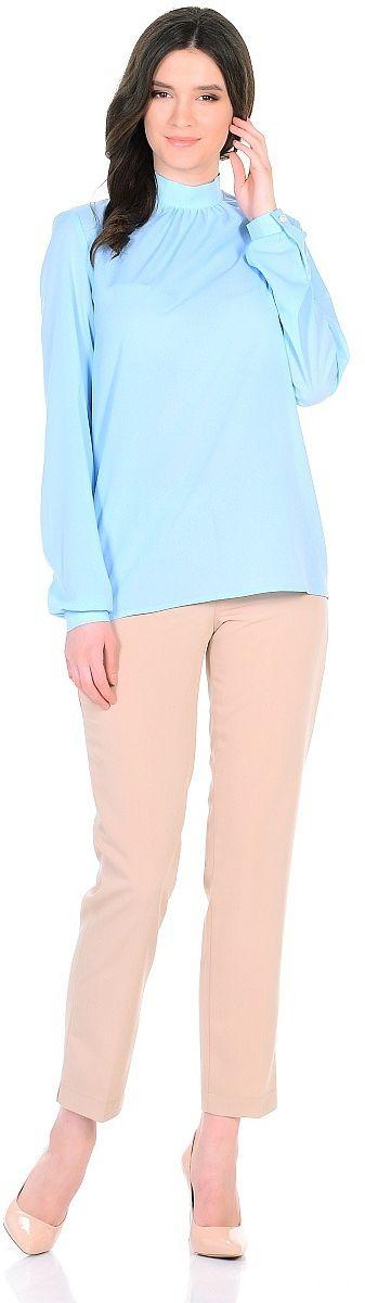 Блузка Milanika, цвет: голубой. 91646. Размер 4891646Блузка от Milanika выполнена из полиэстера с добавлением спандекса. Воротник стойка застегивается сзади на пуговицы. Длинные рукава - фонарики, дополненные внизу манжетами, застегиваются на пуговицы.