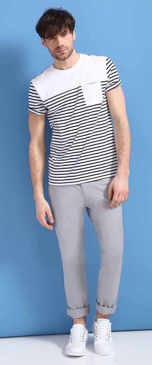 Брюки мужские Top Secret, цвет: серый. SSP2466SZ. Размер 33-32 (48/50)SSP2466SZСтильные мужские брюки Top Secret - брюки высочайшего качества на каждый день, которые прекрасно сидят. Модель изготовлена из высококачественного хлопка и эластана. Застегиваются брюки на пуговицу в поясе и ширинку на молнии, имеются шлевки для ремня. Спереди модель дополнена двумя втачными карманами, а сзади - двумя накладными карманами. Эти модные и в тоже время комфортные брюки послужат отличным дополнением к вашему гардеробу. В них вы всегда будете чувствовать себя уютно и комфортно.