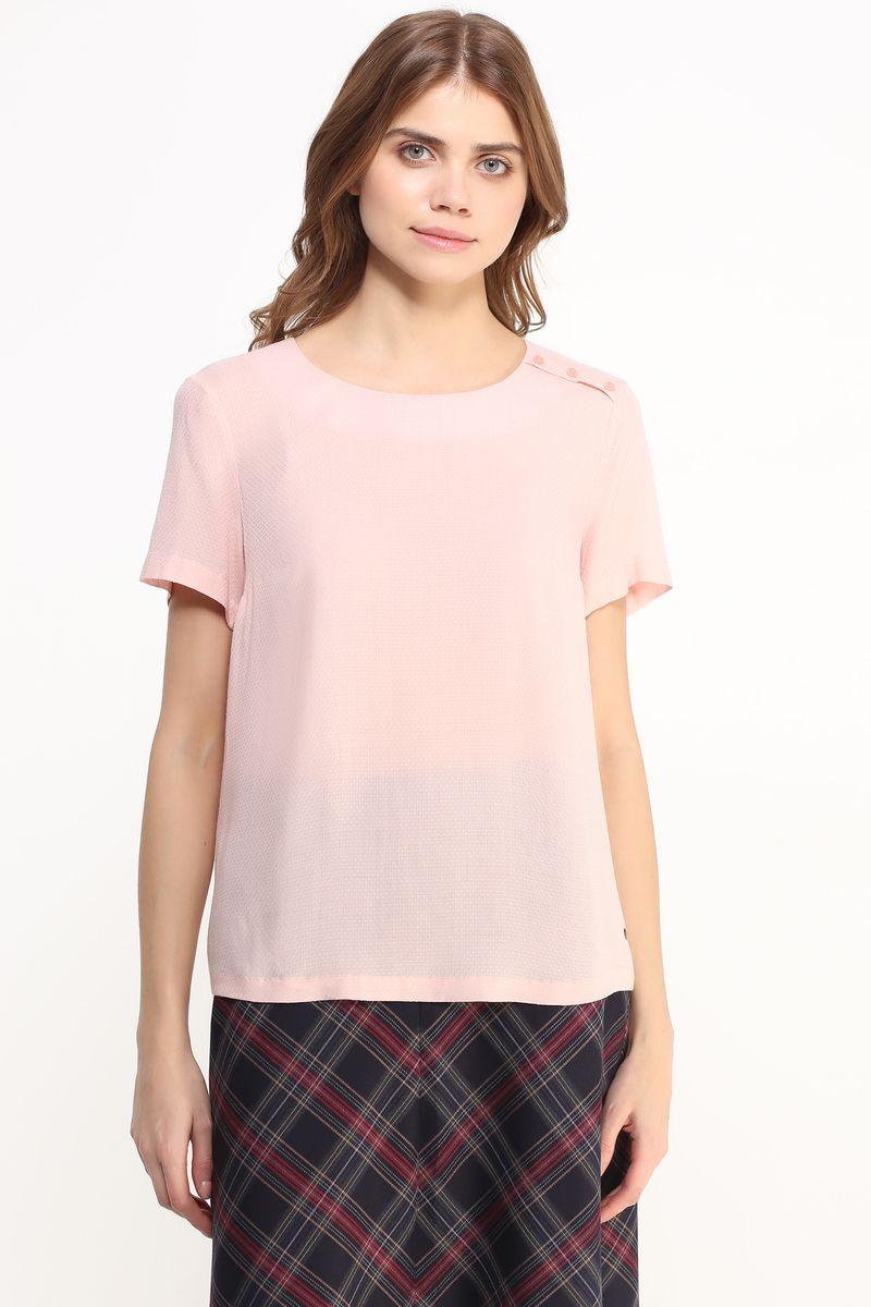 Блузка женская Finn Flare, цвет: светло-розовый. B17-11052. Размер M (46)B17-11052Легкая блузка Finn Flare, выполнена из вискозы. Модель с круглым вырезом горловины и короткими рукавами. Блузка декорирована планкой с пуговицами на левом плече и маленьким металлическим элементом с названием бренда. Блузка свободного кроя с закругленным низом.