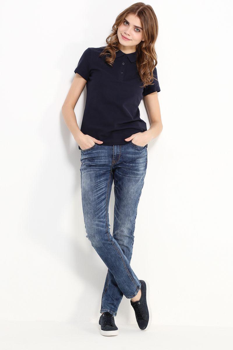 Джинсы женские Finn Flare, цвет: темно-синий. B17/15016. Размер 26/32 (42/32)B17-15016Стильные женские джинсы Finn Flare станут отличным дополнением к вашему гардеробу. Модель изготовлена из высококачественного хлопка с добавлением эластана, она великолепно пропускает воздух и обладает высокой гигроскопичностью. Застегиваются джинсы на пуговицу и ширинку на застежке-молнии. На поясе имеются шлевки для ремня. Эти модные и в тоже время удобные джинсы помогут вам создать оригинальный современный образ. В них вы всегда будете чувствовать себя уверенно и комфортно.