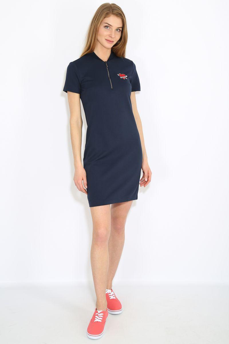 Платье Finn Flare, цвет: темно-синий. B17-32051. Размер L (48)B17-32051Платье женское Finn Flare выполнена из вискозы, нейлона и эластана. Модель с V-образным вырезом горловины и короткими рукавами.