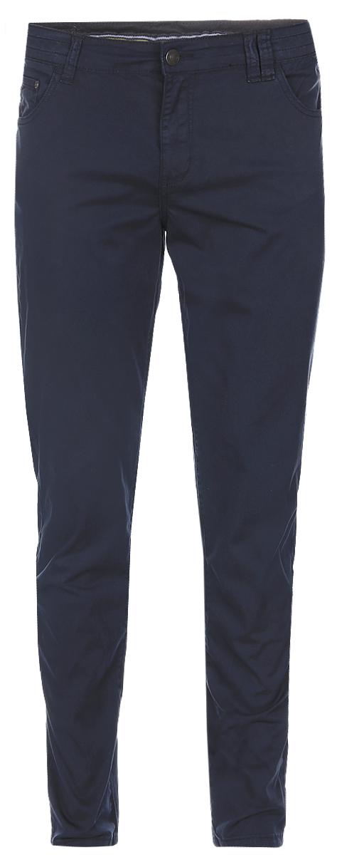 Брюки мужские Baon, цвет: темно-синий. B797016_Deep Navy. Размер L (50)B797016_Deep NavyСтильные мужские брюки Baon выполнены из плотного хлопка с небольшим добавлением эластана. Классическая модель прямого кроя и стандартной посадки застегивается на ширинку с застежкой-молнией, а также на пуговицу в поясе. На поясе предусмотрены шлевки для ремня. Брюки оснащены двумя втачными карманами и потайным кармашком спереди, и двумя накладными карманами сзади.