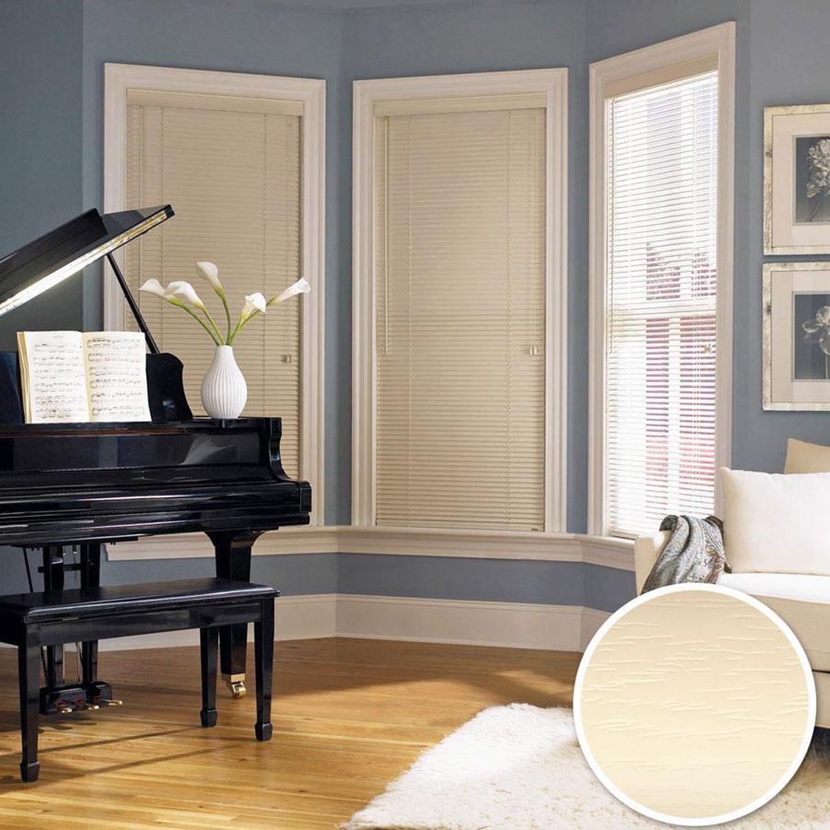 Жалюзи пластиковые 38 мм Эскар, горизонтальные, цвет: бежевый, ширина 140 см, высота 160 см61009140160Для того чтобы придать интерьеру изюминку и завершенность, нет ничего лучше, чем использовать жалюзи на окнах квартиры, дома или офиса. С их помощью можно подчеркнуть индивидуальный вкус, а также стилевое оформление помещения. Помимо декоративных функций, жалюзи выполняют и практические задачи: они защищают от излишнего солнечного света, не дают помещению нагреваться, а также создают уют в темное время суток.Пластиковые жалюзи - самое универсальное и недорогое решение для любого помещения. Купить их может каждый, а широкий выбор размеров под самые популярные габариты сделает покупку простой и удобной. Пластиковые жалюзи имеют высокие эксплуатационные характеристики - они гигиеничны, что делает их незаменимыми при монтаже в детских и медицинских учреждениях.