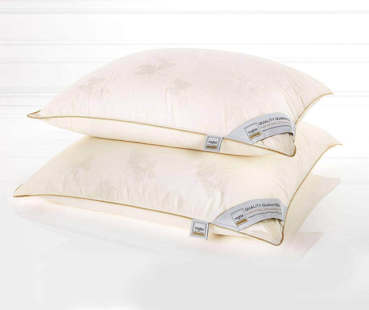 Подушка Togas Батерфляй, наполнитель: шелк, 70 х 70 см47.01Чехол подушки Togas Батерфляй выполнен из сатина (100% хлопок). Наполнитель одеяла состоит из 100% шелка.Роскошный сатин, из которого выполнен чехол, по праву считается «королем» хлопка. Изысканный глянец, позволяющий сравнить его с шелком, достигается благодаря особому переплетению волокон, придающему ткани шелковистую мягкость и прочность. Сатин оказывает расслабляющее и оздоравливающее воздействие, хорошо согревает тело и одновременно «дышит», прекрасно впитывает влагу, обладает высокими экологическими показателями и износостойкостью. Он прост в уходе и почти не мнется. Такой чехол, без сомнения, достоин своего драгоценного содержимого!Наполнитель из натурального шелка сорта Малбери отличается особой мягкостью и абсолютной невесомостью. Воплощение совершенного комфорта, оно согревает летом и охлаждает зимой, эффективно работает, пока вы отдыхаете. Все потому, что шелк - прекрасный натуральный терморегулятор. Он быстро поглощает тепло и поддерживает неизменную температуру тела вне зависимости от условий окружающей среды, создавая идеальный микроклимат. Шелк дышит: он хорошо впитывает и испаряет влагу, кондиционирует тело во время сна, насыщая его кислородом. Подушка Togas Батерфляй - настоящий подарок для перфекционистов и утонченных ценителей красоты.