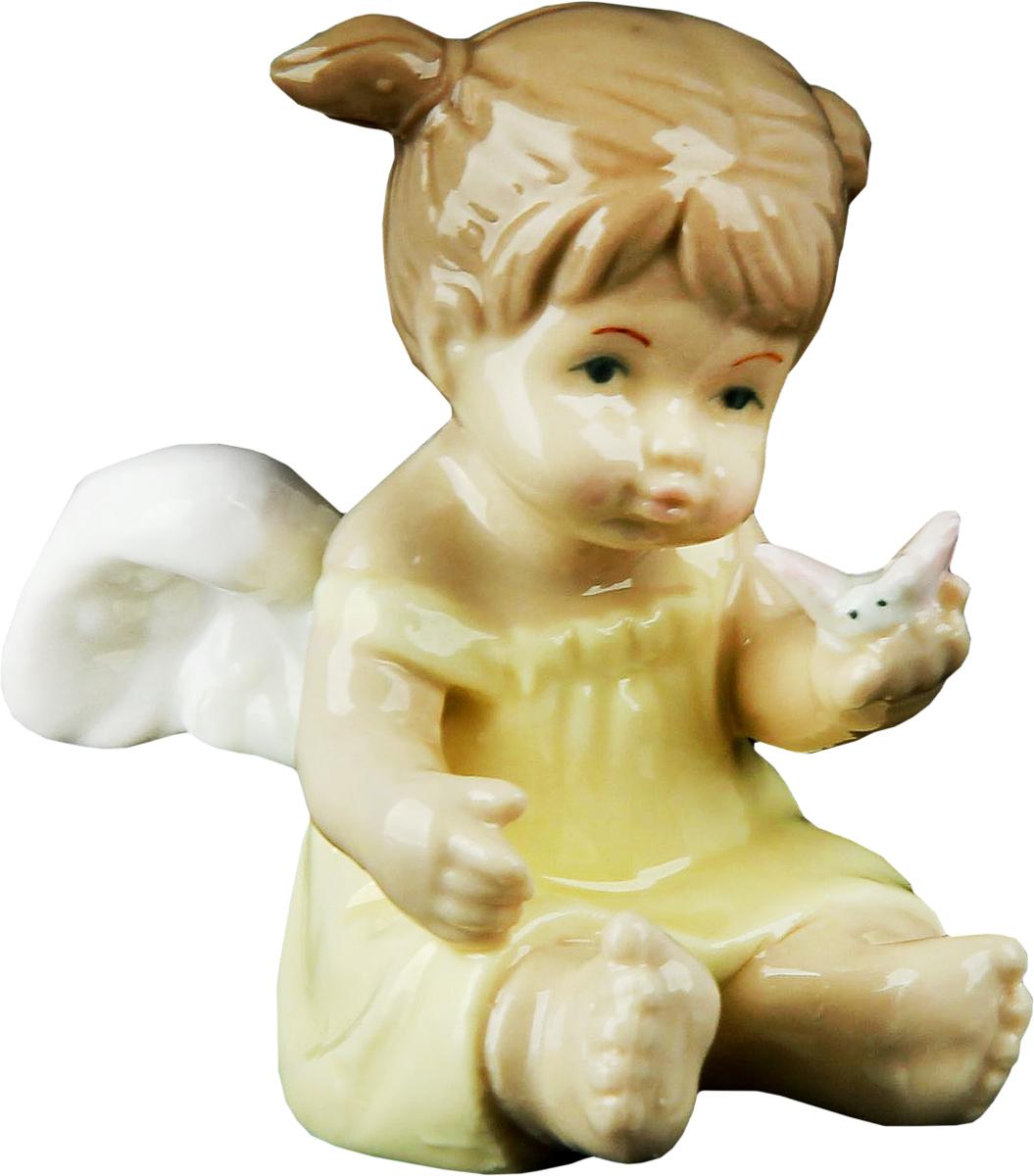 Сувенир пасхальный Sima-land Ангелочек Машенька в желтом платьице, 5 х 7 х 7 см865511Ангел в переводе с древнегреческого языка означает вестник, посланец, пусть этот сувенир Ангелочек Машенька в жёлтом платьице будет вашим личным посланником, который защитит вас и близких от невзгод. Преподнесите эту изящную статуэтку на Пасху в корзинке с разноцветными яйцами, на Рождество вместе с конфетками, в День ангела со сладким тортом или в любой другой день, ведь для такого подарка со смыслом не обязательно нужен повод.