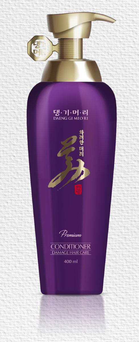 Daeng Gi Meo Ri Восстанавливающий кондиционер для поврежденных волос, 400 мл357Восстанавливающий кондиционер для поврежденных волос на основе корейских лекарственных растений, таких как женьшень, хризантема, жгун–корень, аир болотный, эклипта, ягоды гледичии, артемизия, портулак и софора, питает волосы, защищает их от повреждений, повышает силу, эластичность и прочность волос. Гидролизированный кератин в составе кондиционера защищает волосы от потери влаги, восстанавливает поврежденную структуру волос. Кондиционер придает волосам гладкость, жизненную силу и красивый блеск, увлажняет, снимает статическое электричество, облегчает расчесывание.