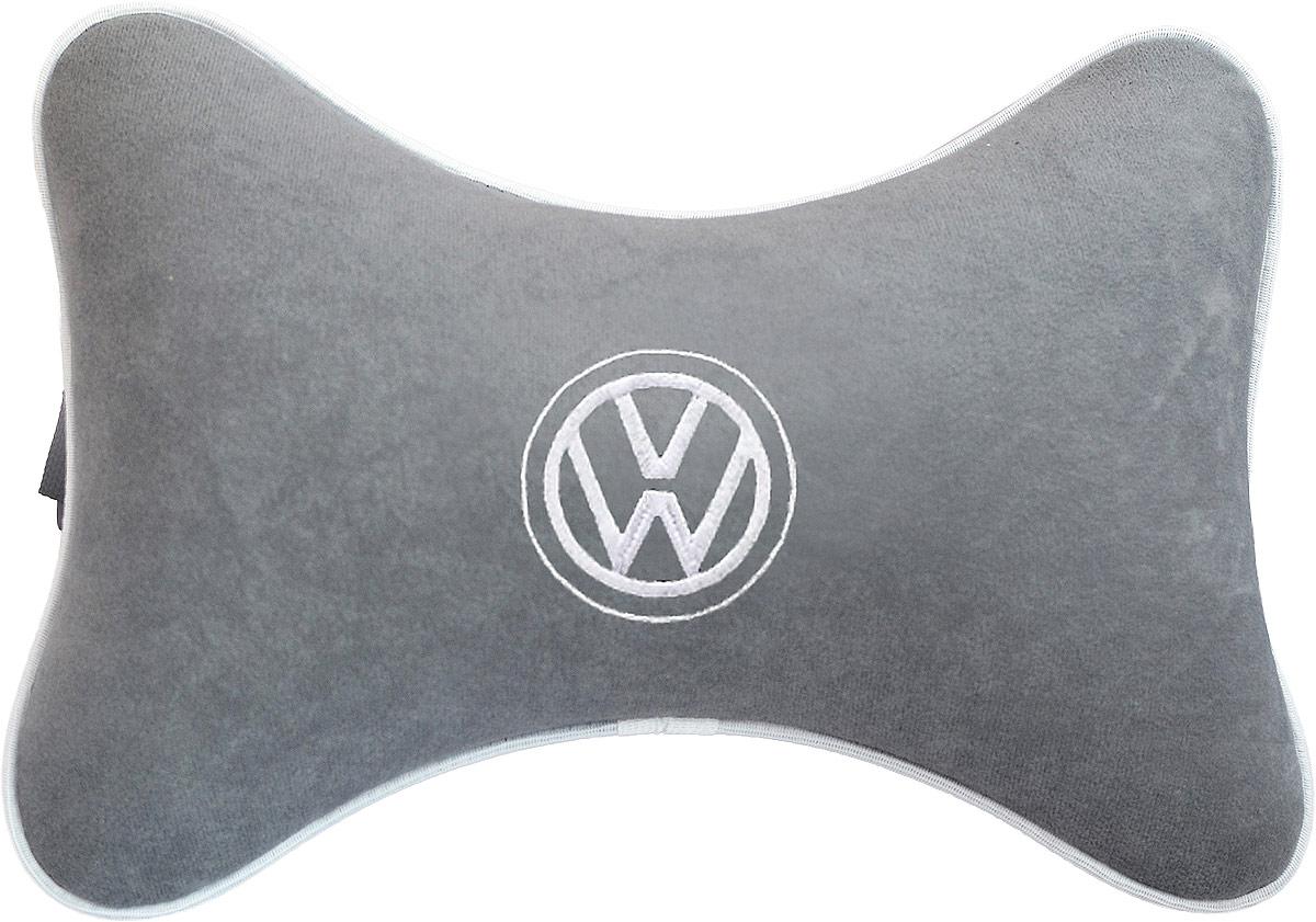 Подушка на подголовник Auto Premium Volkswagen, цвет: серый. 3744837448Подушка на подголовник, выполненная из велюра - это прежде всего лучший способ создать комфорт для шеи и головы во время пребывания в автомобильном кресле. Подушка крепится к сиденью. Меньше утомляемость - а следовательно выше внимание и концентрация на дороге.Одинакова удобна для пассажира и водителя.
