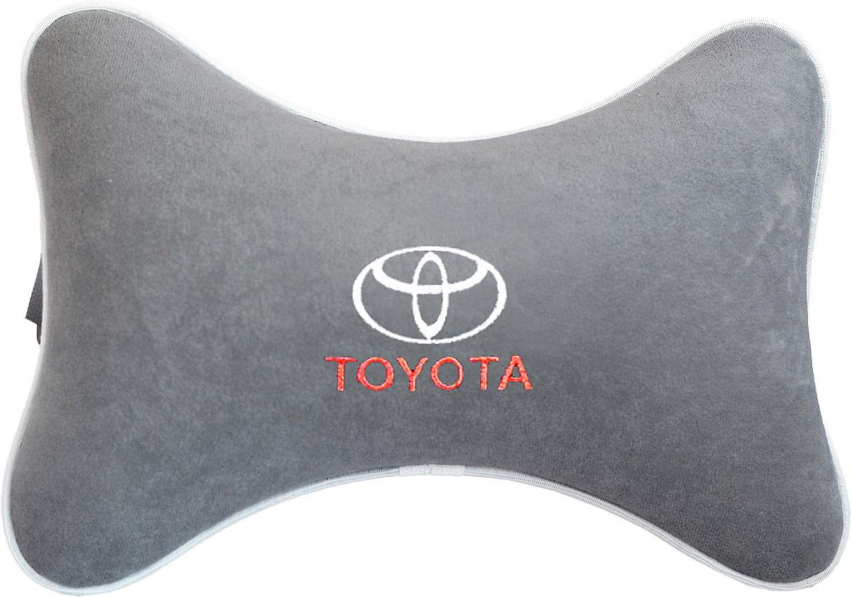 Подушка на подголовник Auto Premium Toyota, цвет: серый. 3744937449Подушка на подголовник Auto Premium, выполненная из велюра, это лучший способ создать комфорт для шеи и головы во время пребывания в автомобильном кресле. Большинство штатных подголовников устроены так, что до них попросту не дотянуться. Данный аксессуар полностью решает эту проблему, создавая мягкую ортопедическою поддержку. Особенности: - Подушка крепится к сиденью, а это значит один раз поставил - и забыл. - Меньше утомляемость - а следовательно выше внимание и концентрация на дороге. - Одинакова удобна для пассажира и водителя.