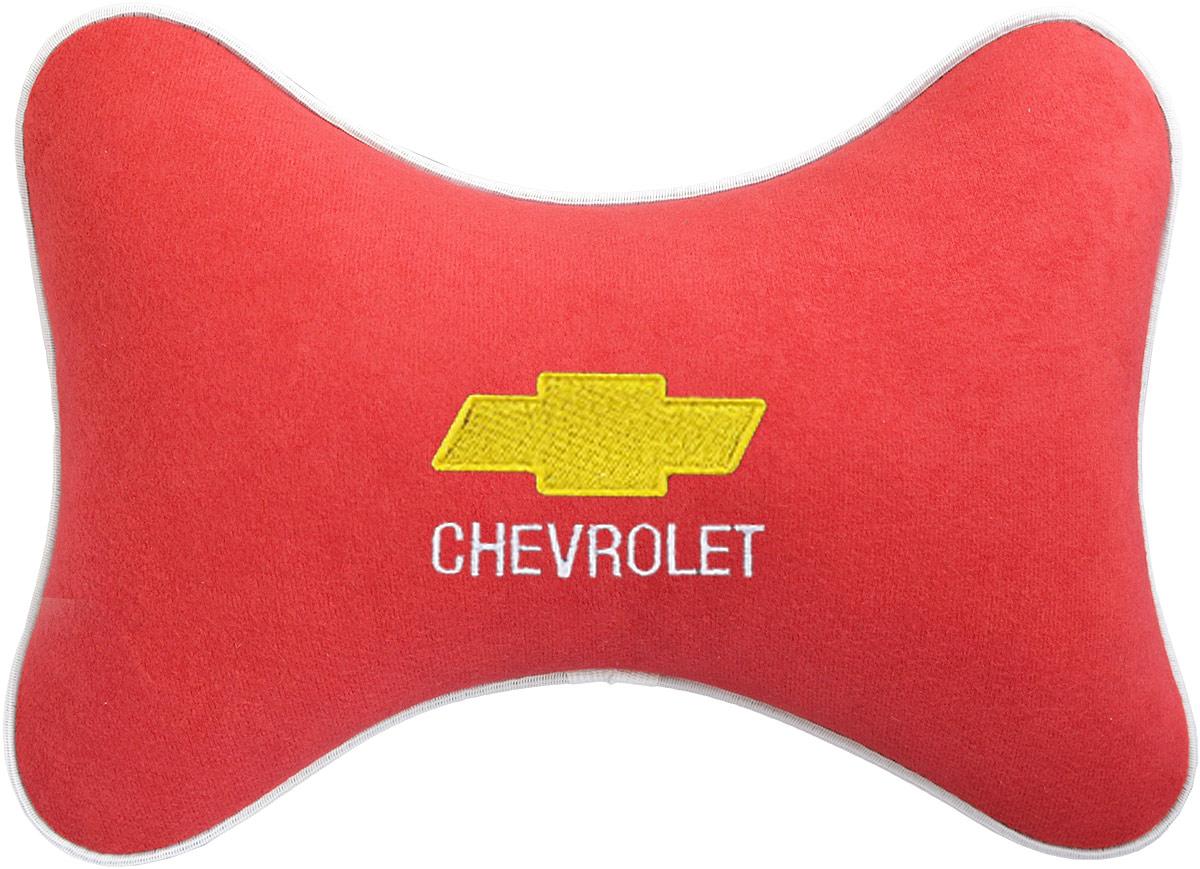 Подушка на подголовник Auto Premium Chevrolet, цвет: красный. 3746537465Подушка на подголовник - это прежде всего лучший способ создать комфорт для шеи и головы во время пребывания в автомобильном кресле. Большинство штатных подголовников устроены так, что до них попросту не дотянуться. Данный аксессуар полностью решает эту проблему, создавая мягкую ортопедическою поддержку. Подушка крепится к сиденью, а это значит один раз поставил - и забыл.Меньше утомляемость - а следовательно выше внимание и концентрация на дороге.Одинакова удобна для пассажира и водителя.Подушка выполнена из велюра.