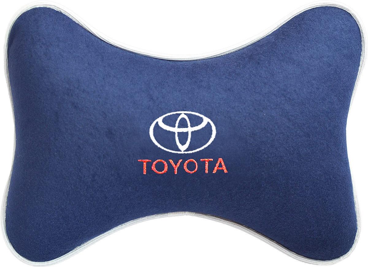 Подушка на подголовник Auto Premium Toyota, цвет: синий. 3748937489Подушка на подголовник Auto Premium, выполненная из велюра, это лучший способ создать комфорт для шеи и головы во время пребывания в автомобильном кресле. Большинство штатных подголовников устроены так, что до них попросту не дотянуться. Данный аксессуар полностью решает эту проблему, создавая мягкую ортопедическою поддержку. Особенности: - Подушка крепится к сиденью, а это значит один раз поставил - и забыл. - Меньше утомляемость - а следовательно выше внимание и концентрация на дороге. - Одинакова удобна для пассажира и водителя.