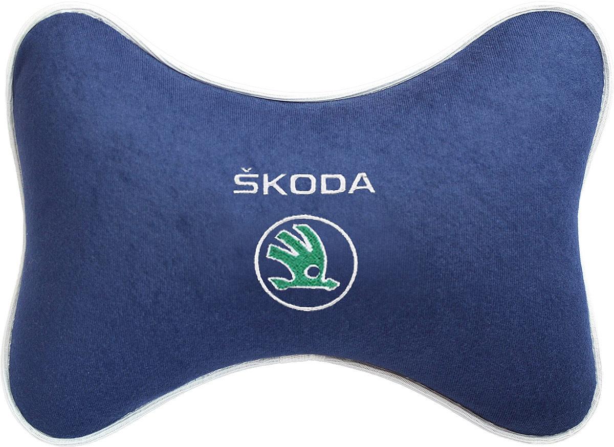 Подушка на подголовник Auto Premium Skoda, цвет: синий. 3749237492Подушка на подголовник - это прежде всего лучший способ создать комфорт для шеи и головы во время пребывания в автомобильном кресле. Большинство штатных подголовников устроены так, что до них попросту не дотянуться. Данный аксессуар полностью решает эту проблему, создавая мягкую ортопедическою поддержку. Подушка крепится к сиденью, а это значит один раз поставил - и забыл.Меньше утомляемость - а следовательно выше внимание и концентрация на дороге.Одинакова удобна для пассажира и водителя.Подушка выполнена из велюра.