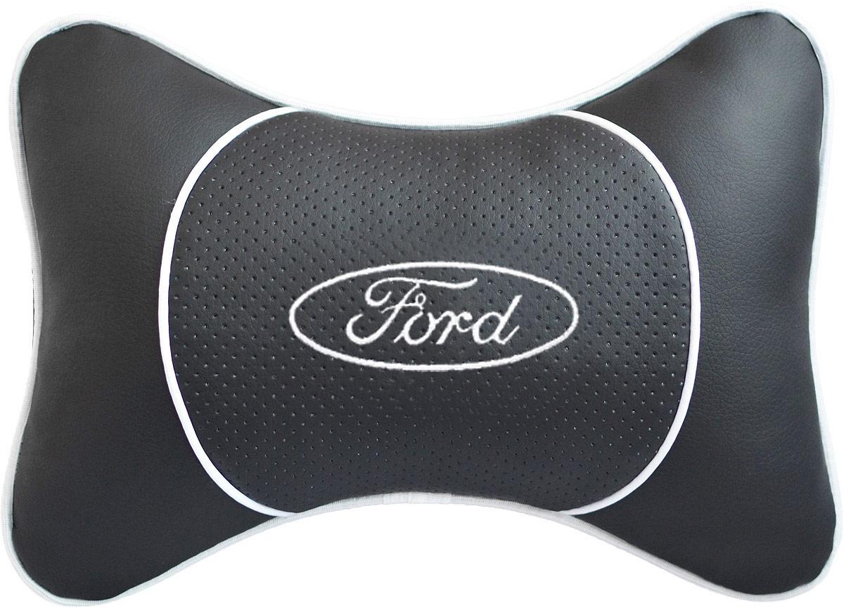 Подушка на подголовник Auto Premium Ford , цвет: черный. 3752437524Подушка на подголовник Auto Premium выполнена из черной гладкой экокожи, вставка из черной перфорированной экокожи имеет обрамление мягким кантом. Для нанесения вышивки используются высококачественные итальянские нитки. Подушка на подголовник - это прежде всего лучший способ создать комфорт для шеи и головы во время пребывания в автомобильном кресле. Такая подушка будет удобна как водителю, так и пассажиру. При производстве используются высококачественные, износостойкие материалы и гипоаллергенные наполнители.