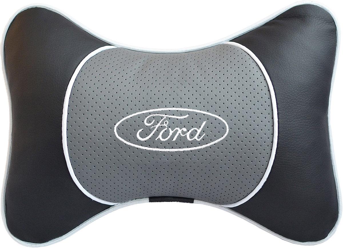 Подушка на подголовник Auto Premium Ford , цвет: серый. 3754437544Подушка на подголовник Auto Premium выполнена из черной гладкой экокожи, вставка из серой перфорированной экокожи имеет обрамление мягким кантом. Для нанесения вышивки используются высококачественные итальянские нитки. Подушка на подголовник - это прежде всего лучший способ создать комфорт для шеи и головы во время пребывания в автомобильном кресле. Такая подушка будет удобна как водителю, так и пассажиру. При производстве используются высококачественные, износостойкие материалы и гипоаллергенные наполнители.