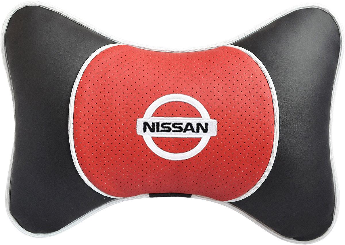 Подушка на подголовник Auto Premium Nissan, цвет: красный. 3756337563Подушка на подголовник Люкс выполнена из черной гладкой экокожи, вставка из красной перфорированной экокожи имеет обрамление мягким кантом. Для нанесения вышивки используются высококачественные итальянские нитки. Подушка на подголовник - это прежде всего лучший способ создать комфорт для шеи и головы во время пребывания в автомобильном кресле. Такая подушка будет удобна как водителю, так и пассажиру. При производстве используются высококачественные, износостойкие материалы и гипоаллергенные наполнители.