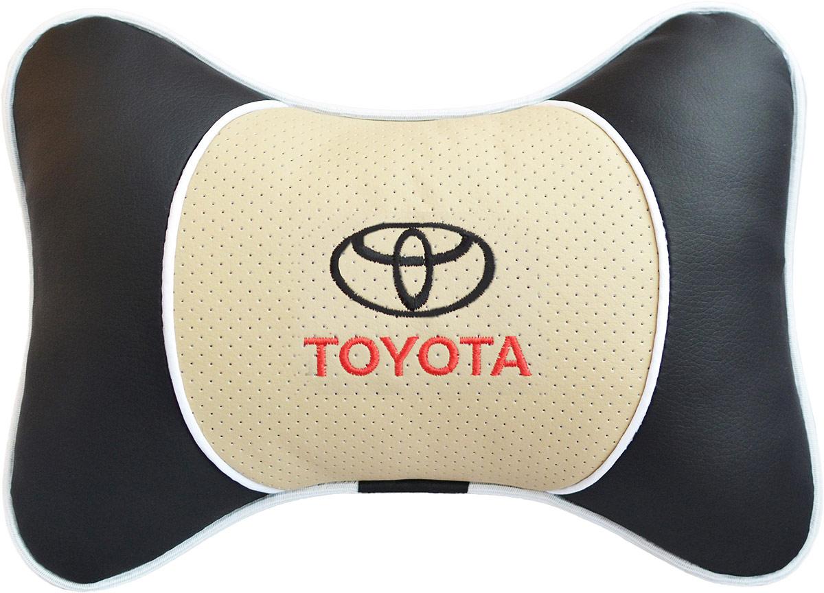 Подушка на подголовник Auto Premium Toyota, цвет: бежевый. 3758937589Подушка на подголовник Люкс выполнена из черной гладкой экокожи, вставка из бежевой перфорированной экокожи имеет обрамление мягким кантом. Для нанесения вышивки используются высококачественные итальянские нитки. Подушка на подголовник - это прежде всего лучший способ создать комфорт для шеи и головы во время пребывания в автомобильном кресле. Такая подушка будет удобна как водителю, так и пассажиру.