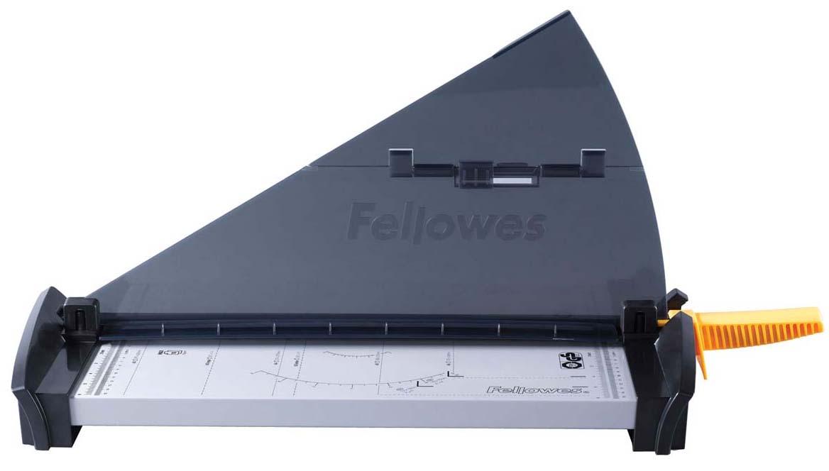 Fellowes Fusion A3 резак сабельныйFS-54109Резак сабельный SafeCut™ Fusion A3 идеален для частого использования дома или в малом офисе. Длина реза 455мм, стопа 1мм (10 листов 80гр/м2). Запатентованный SafeCut™ защитный экран предотвращает вероятность прикосновения пользователя к ножу резака во время работы. Защитный экран уже установлен, перед использованием его необходимо развернуть, что снимает проблему его неправильной установки. Без развернутого защитного экрана, резак не работает. Качественные лезвия из нержавеющей стали. Прочное металлическое основание на нескользящих ножках.