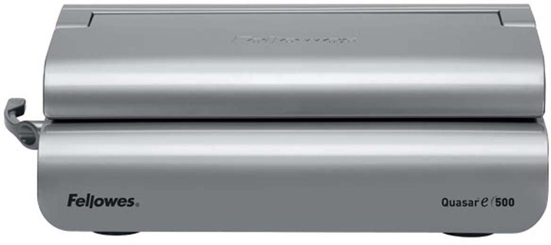 Fellowes Quasar-E переплетчикFS-56209Quasar-E 500 – надежный электрический переплетчик на пластиковую пружину. Предназначен для частого использования в среднем офисе.Основные характеристики:Кол-во сшиваемых листов: 500 шт.Кол-во пробиваемых листов: 20 шт.Диапазон диаметра пружины: 6-51 мм.Гарантия: 2 года.Брошюровщик оснащен технологиями, которые ускорят и упростят переплет документов: Мощный электропривод для пробития отверстий: Брошюровка будет проходить быстрее и не потребует никаких усилий при перфорации Автоматические створки лотка для отходов: При переполнении лотка для отходов створка лотка автоматически открывается, что сигнализирует о необходимости его опустошения. Эргономичное расположение зубцов: В переплетчиках на пластиковую пружину зубцы располагаются под углом 15?, что облегчает работу над созданием брошюры. Селектор формата: Точное выравнивание листов различных форматов по краю. Селектор диаметра пружин и толщины документа: Простой подбор пружины по толщине документа. Вертикальная загрузка документа. Снижает вероятность перекоса документа во время перфорирования, листы выравниваются под собственным весом.
