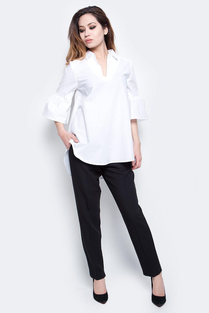 Блузка женская Baon, цвет: белый. B177022_White. Размер M (46)B177022_WhiteБлузка Baon полностью выполнена из натурального хлопка. Модель с отложным воротником и V-образным вырезом горловины имеет свободный покрой. Рукава оформлены сборкой.