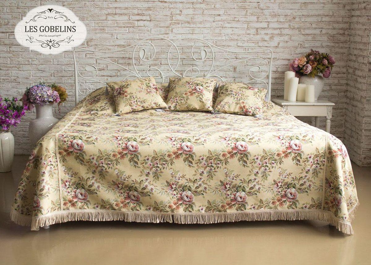 """Покрывало на кровать Les Gobelins """"Pivoines Aquarelles"""" с ярким цветочным рисунком привлечет к себе внимание и органично впишется в интерьер комнаты. Изделие изготовлено из высококачественной ткани гобелен и оформлено бахромой и кисточками. Необычайная красота сочетается в этом покрывале с высокой прочностью и долговечностью, а свойство гобелена по-разному проявлять себя в зависимости от освещения помещения позволяет открывать все новые и новые детали, которые, как казалось, раньше скрывал гобелен. Красочное и приятное на ощупь покрывало сделает интерьер спальни, детской или гостиной уютнее и своеобразнее.  Состав материала: 50% хлопок, 50% полиэстер."""