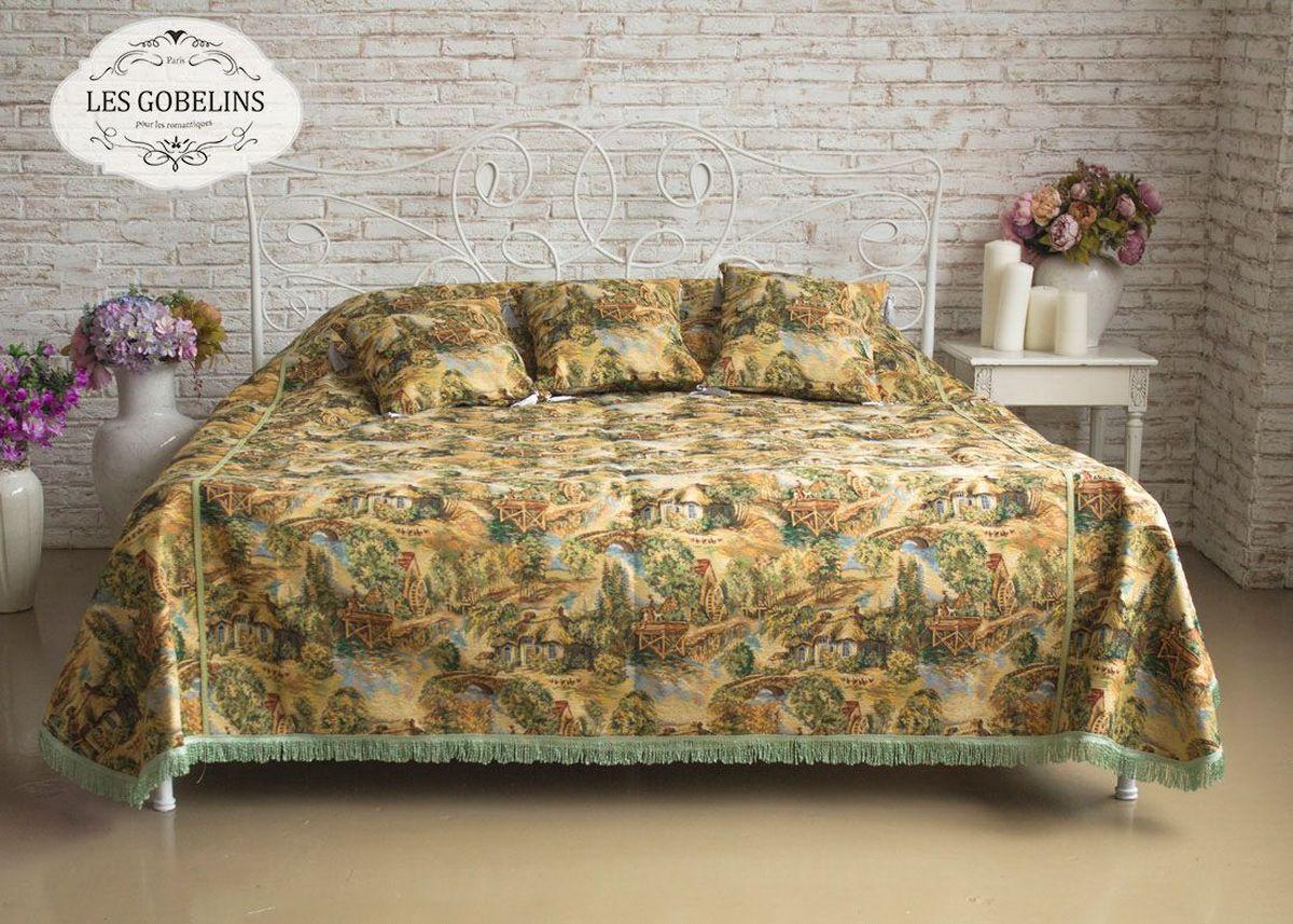 """Покрывало на кровать Les Gobelins """"Provence"""" с ярким рисунком привлечет к себе внимание и органично впишется в интерьер комнаты. Изделие изготовлено из высококачественной ткани гобелен и оформлено бахромой и кисточками. Необычайная красота сочетается в этом покрывале с высокой прочностью и долговечностью, а свойство гобелена по-разному проявлять себя в зависимости от освещения помещения позволяет открывать все новые и новые детали, которые, как казалось, раньше скрывал гобелен. Красочное и приятное на ощупь покрывало сделает интерьер спальни, детской или гостиной уютнее и своеобразнее.  Состав материала: 45% хлопок, 55% полиэстер."""