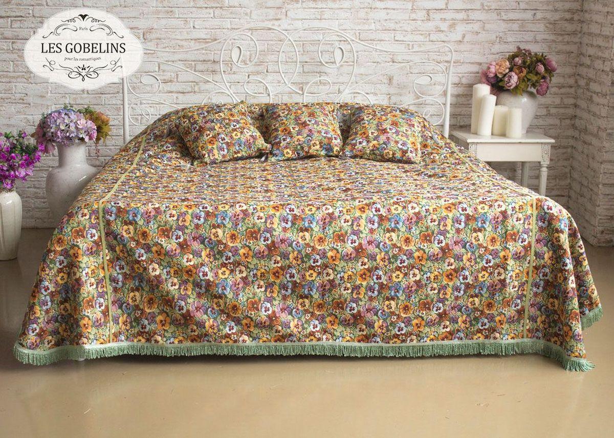 """Покрывало на кровать Les Gobelins """"Fleurs De Jardin"""" с ярким цветочным рисунком привлечет к себе внимание и органично впишется в интерьер комнаты. Изделие изготовлено из высококачественной ткани гобелен и оформлено бахромой и кисточками. Необычайная красота сочетается в этом покрывале с высокой прочностью и долговечностью, а свойство гобелена по-разному проявлять себя в зависимости от освещения помещения позволяет открывать все новые и новые детали, которые, как казалось, раньше скрывал гобелен. Красочное и приятное на ощупь покрывало сделает интерьер спальни, детской или гостиной уютнее и своеобразнее.  Состав материала: 52% хлопок, 48% полиэстер."""