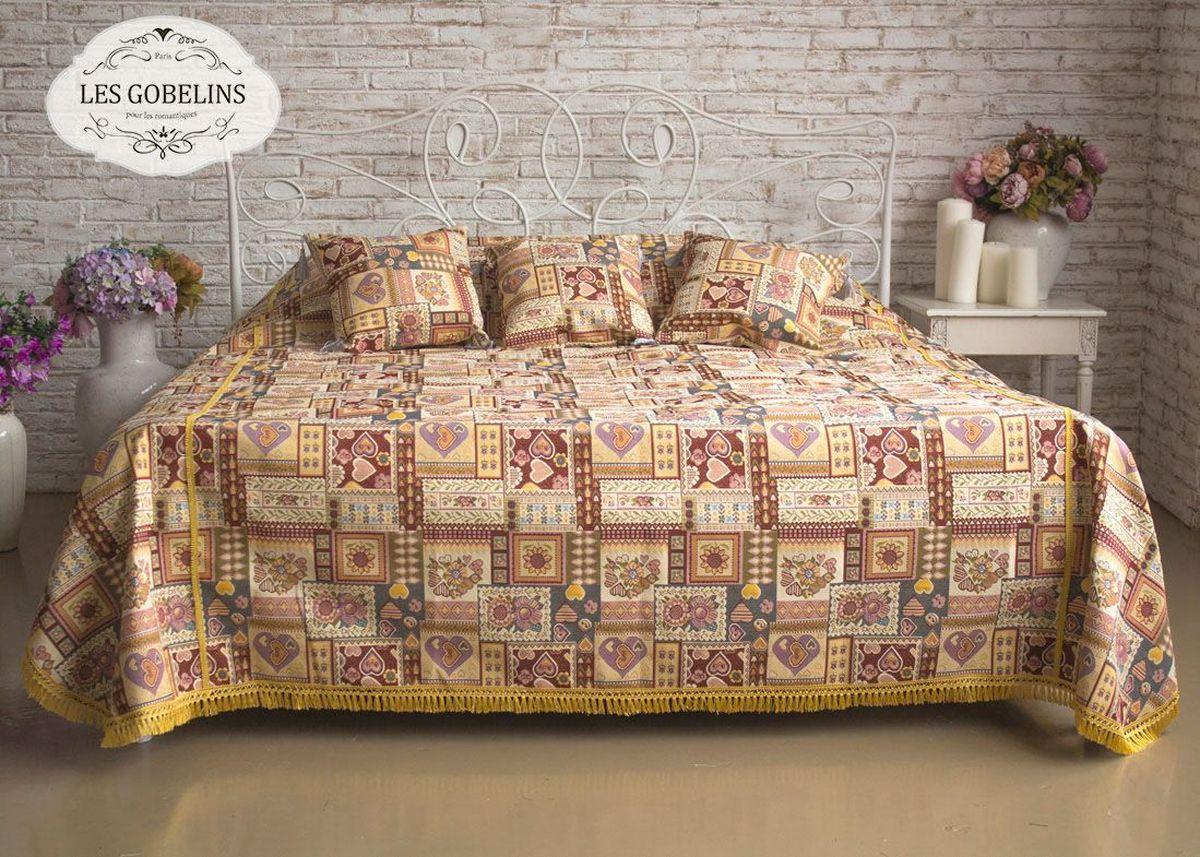 """Покрывало на кровать Les Gobelins """"Coeurs Espagnol"""" с ярким рисунком привлечет к себе внимание и органично впишется в интерьер комнаты. Изделие изготовлено из высококачественной ткани гобелен и оформлено бахромой и кисточками. Необычайная красота сочетается в этом покрывале с высокой прочностью и долговечностью, а свойство гобелена по-разному проявлять себя в зависимости от освещения помещения позволяет открывать все новые и новые детали, которые, как казалось, раньше скрывал гобелен. Красочное и приятное на ощупь покрывало сделает интерьер спальни, детской или гостиной уютнее и своеобразнее.  Состав материала: 52% хлопок, 48% полиэстер."""