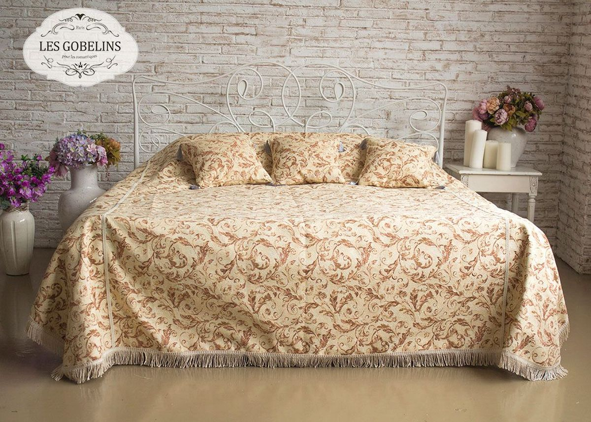 """Покрывало на кровать Les Gobelins """"Feuilles Beiges"""" с ярким рисунком привлечет к себе внимание и органично впишется в интерьер комнаты. Изделие изготовлено из высококачественной ткани гобелен и оформлено бахромой и кисточками. Необычайная красота сочетается в этом покрывале с высокой прочностью и долговечностью, а свойство гобелена по-разному проявлять себя в зависимости от освещения помещения позволяет открывать все новые и новые детали, которые, как казалось, раньше скрывал гобелен. Красочное и приятное на ощупь покрывало сделает интерьер спальни, детской или гостиной уютнее и своеобразнее.  Состав материала: 52% хлопок, 48% полиэстер."""