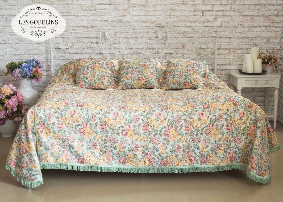 """Покрывало на кровать Les Gobelins """"Arrangement De Fleurs"""" с ярким цветочным рисунком привлечет к себе внимание и органично впишется в интерьер комнаты. Изделие изготовлено из высококачественной ткани гобелен и оформлено бахромой и кисточками. Необычайная красота сочетается в этом покрывале с высокой прочностью и долговечностью, а свойство гобелена по-разному проявлять себя в зависимости от освещения помещения позволяет открывать все новые и новые детали, которые, как казалось, раньше скрывал гобелен. Красочное и приятное на ощупь покрывало сделает интерьер спальни, детской или гостиной уютнее и своеобразнее.  Состав материала: 52% хлопок, 48% полиэстер."""