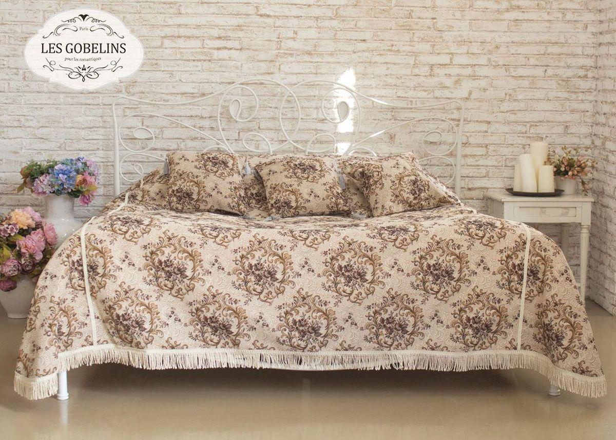 """Покрывало на кровать Les Gobelins """"Francais"""" с ярким цветочным рисунком привлечет к себе внимание и органично впишется в интерьер комнаты. Изделие изготовлено из высококачественной ткани гобелен и оформлено бахромой и кисточками. Необычайная красота сочетается в этом покрывале с высокой прочностью и долговечностью, а свойство гобелена по-разному проявлять себя в зависимости от освещения помещения позволяет открывать все новые и новые детали, которые, как казалось, раньше скрывал гобелен. Красочное и приятное на ощупь покрывало сделает интерьер спальни, детской или гостиной уютнее и своеобразнее.  Состав материала: 50% хлопок, 50% полиэстер."""