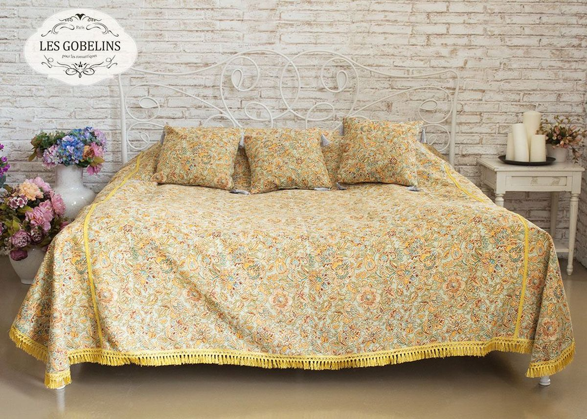 """Покрывало на кровать Les Gobelins """"Vitrail De Printemps"""" с ярким цветочным рисунком привлечет к себе внимание и органично впишется в интерьер комнаты. Изделие изготовлено из высококачественной ткани гобелен и оформлено бахромой и кисточками. Необычайная красота сочетается в этом покрывале с высокой прочностью и долговечностью, а свойство гобелена по-разному проявлять себя в зависимости от освещения помещения позволяет открывать все новые и новые детали, которые, как казалось, раньше скрывал гобелен. Красочное и приятное на ощупь покрывало сделает интерьер спальни, детской или гостиной уютнее и своеобразнее.  Состав материала: 52% хлопок, 48% полиэстер."""