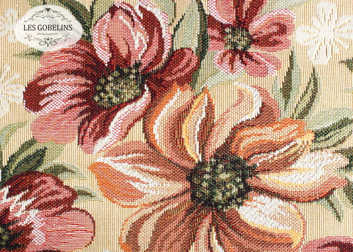 """Покрывало на диван Les Gobelins """"Coquelicot"""" с ярким цветочным рисунком привлечет к себе внимание и органично впишется в интерьер комнаты. Изделие изготовлено из высококачественной ткани гобелен и оформлено бахромой и кисточками. Необычайная красота сочетается в этом покрывале с высокой прочностью и долговечностью, а свойство гобелена по-разному проявлять себя в зависимости от освещения помещения позволяет открывать все новые и новые детали, которые, как казалось, раньше скрывал гобелен. Красочное и приятное на ощупь покрывало сделает интерьер спальни, детской или гостиной уютнее и своеобразнее.  Состав материала:  48% хлопок, 52% полиэстер."""