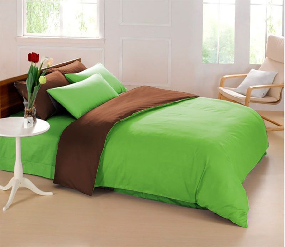 """Комплект постельного белья Sleep iX """"Perfection"""" состоит из двух пододеяльников,   простыни и четырех наволочек. Предметы комплекта выполнены из абсолютно   гипоаллергенной микрофибры, неприхотливой в уходе. Благодаря такому комплекту постельного белья вы сможете создать атмосферу уюта и   комфорта в вашей спальне.   Известно, что цвет напрямую воздействует на психологическое и физическое состояние   человека. Зеленый - успокаивающий, нейтральный, мягкий цвет. Нормализует деятельность   сердечно-сосудистой системы, успокаивает сильное сердцебиение, стабилизирует   артериальное давление и функции нервной системы.  Коричневый - спокойный и сдержанный цвет. Вызывает ощущение тепла, способствует   созданию спокойного мягкого настроения. Это цвет надежности, прочности, здравого   смысла.        Советы по выбору постельного белья от блогера Ирины Соковых. Статья OZON Гид"""