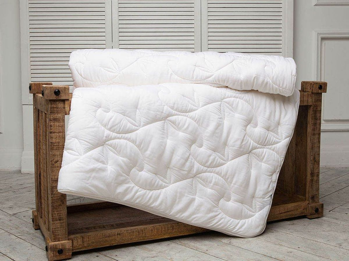 Одеяло легкое William Roberts Delicate Sillk, наполнитель: шелковое волокно, 200 х 220 смwlr219046Легкое двуспальное одеяло William Roberts Essential Bamboo с наполнителем из шелкового волокна подарит вам спокойный и здоровый сон.Чехол одеяла выполнен из эвкалиптового сатина. Одеяло простегано и окантовано. Стежка надежно удерживает наполнитель внутри и не позволяет ему скатываться. Плотность наполнителя: 200 гр/м2.Размер: 200 х 220 см.