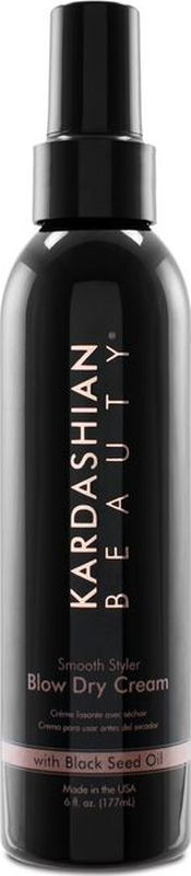 Kardashian Beauty Крем для укладки волос Smooth Styler Blow Dry CreamKBDC6Разглаживающий крем для волос, который придает блеск, делая волосы гладкими и послушными. Этот легкий фиксирующий и увлажняющий крем с добавлением масла черного тмина убирает завитки, выбивающиеся пряди, защищает волосы от повреждений, делает их послушными.