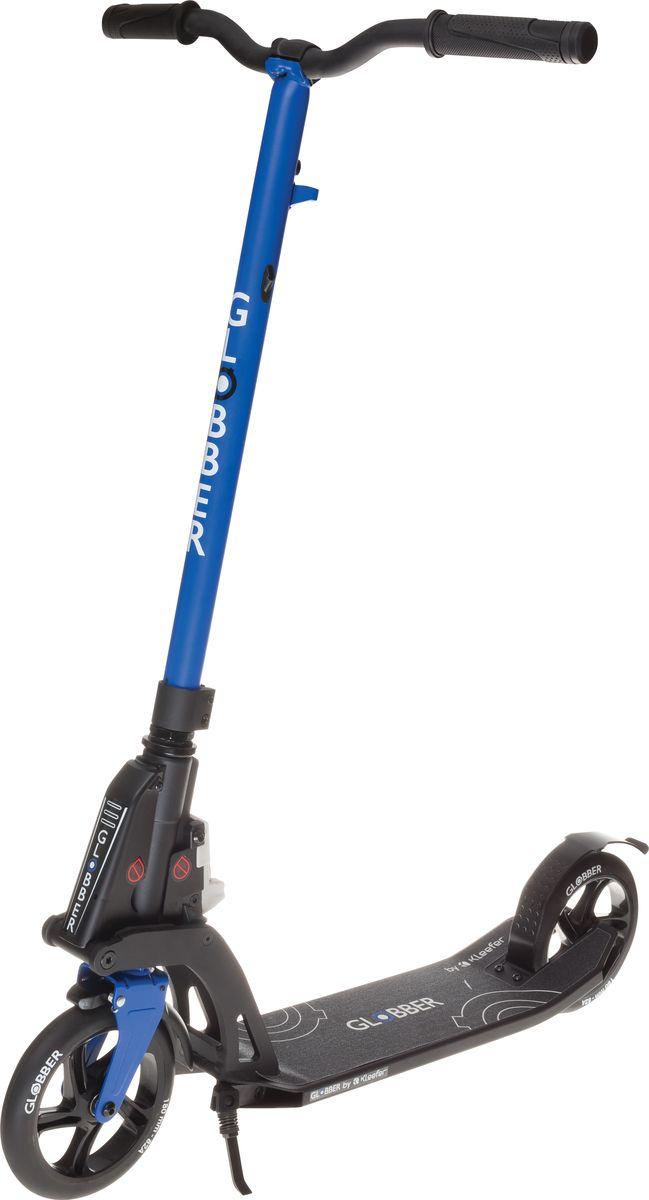 Самокат Globber My Too One K180, цвет: синий. 499-182499-182Самокат My Too One K180 оборудован фиксированным рулем и длинными ручками. Данная модель максимально комфортна для ежедневного использования. Также данная модель оснащена быстрой и простой в использовании системой складывания Kleefer, самокат можно собрать за одну секунду простым ударом по педали для того, чтобы беспрепятственно воспользоваться общественным транспортом.Рекомендуется для детей от 8 лет, и для взрослых ростом от 145 см.