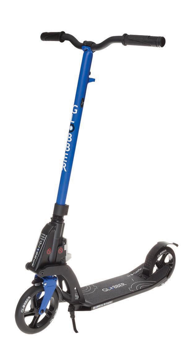 Самокат Globber My Too One K180, с тормозом, цвет: синий. 499-192499-192Самокат My Too One K180 оборудован фиксированным рулем и длинными ручками. Данная модель максимально комфортна для ежедневного использования. Самокат оснащен ручным тормозом.Также данная модель оснащена быстрой и простой в использовании системой складывания Kleefer, самокат можно собрать за одну секунду простым ударом по педали для того, чтобы беспрепятственно воспользоваться общественным транспортом.Рекомендуется для детей от 8 лет, и для взрослых ростом от 145 см.