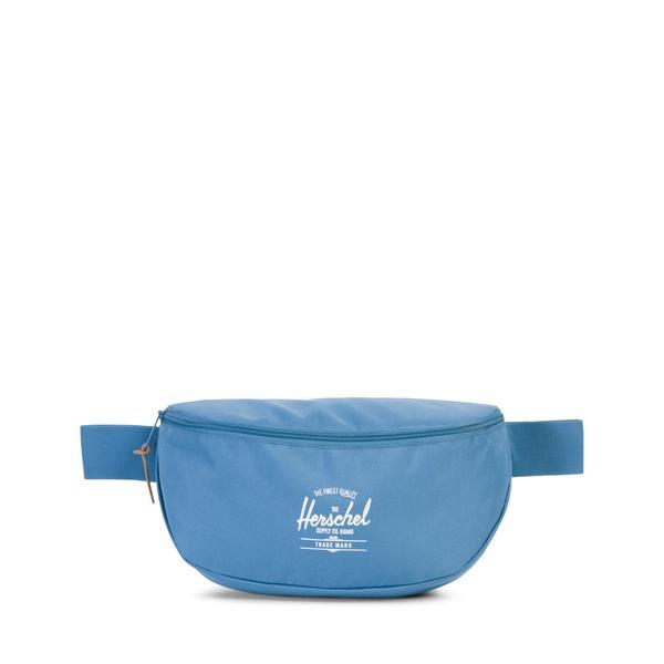 Сумка на пояс Herschel Sixteen (A/S), цвет: голубой. 828432124190828432124190Если вам надоели попытки разложить все свои аксессуары по немногочисленным карманам одежды, поясная сумка от Herschel спасет и поможет. Вместительное 5-литровое отделение сможет разместить все без труда. Ее можно носить на поясе, а можно через плечо, регулируемый ремень позволит делать это легким движением руки. Теперь можно одеваться совсем легко - все нужное будет в этой сумке.
