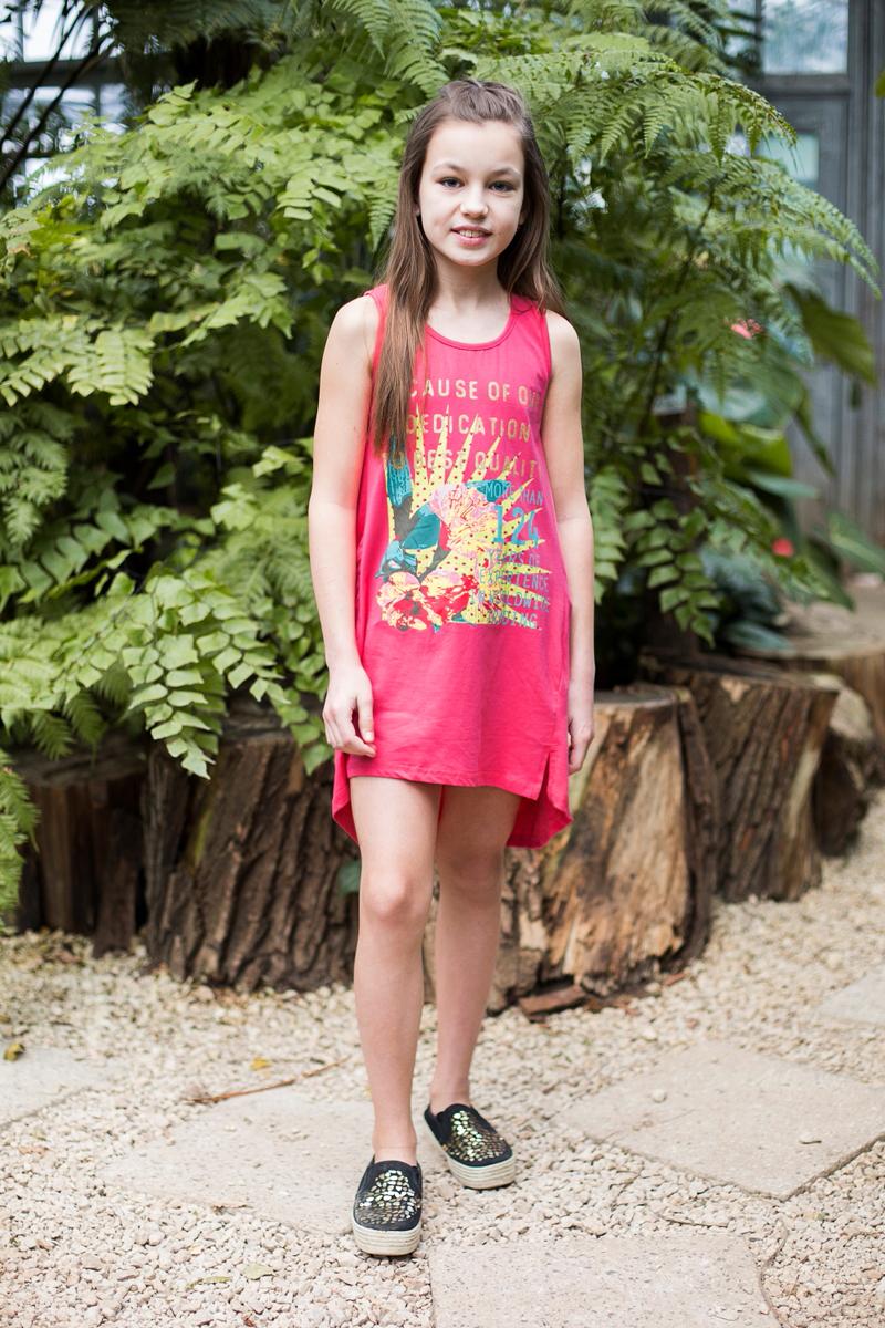 Майка для девочки Luminoso, цвет: коралловый. 718082. Размер 146718082Майка-топ прямого кроя из трикотажной ткани с удлиненной спинкой декорирована ярким принтом.