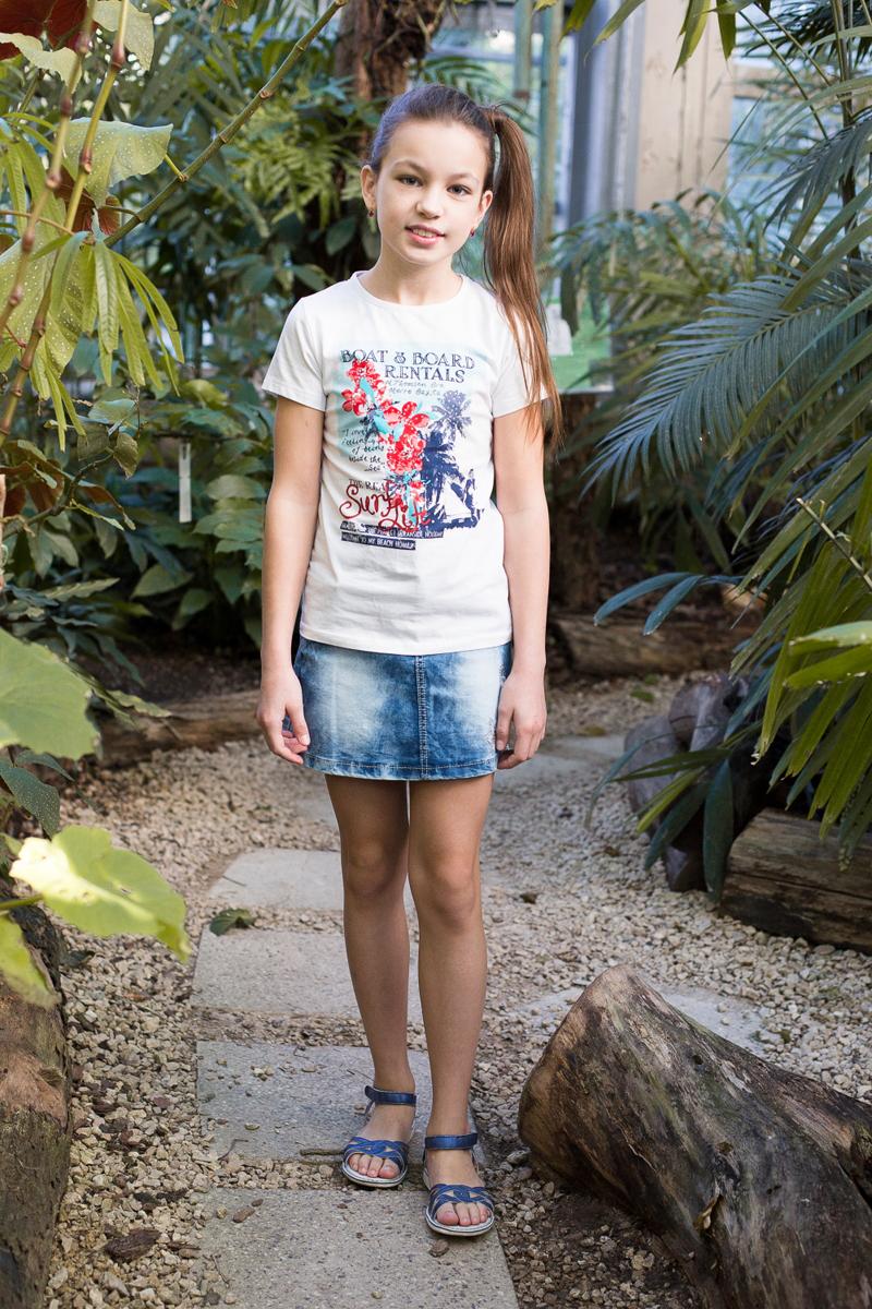Футболка для девочки Luminoso, цвет: белый. 718099. Размер 146718099Футболка из трикотажной ткани с коротким рукавом декорирована ярким принтом и стразами.