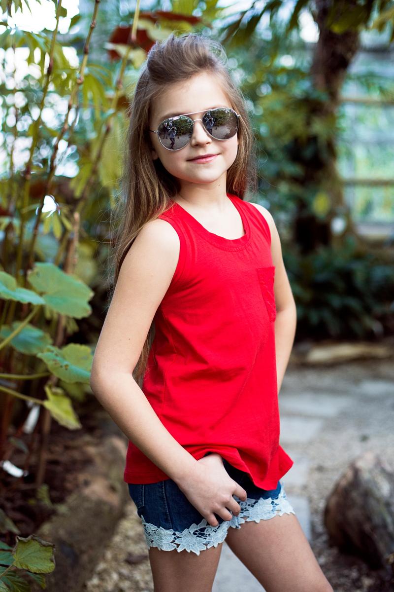 Майка для девочки Luminoso, цвет: красный. 718100. Размер 158718100Яркая трикотажная майка-топ для девочки декорирована изящным кармашком.