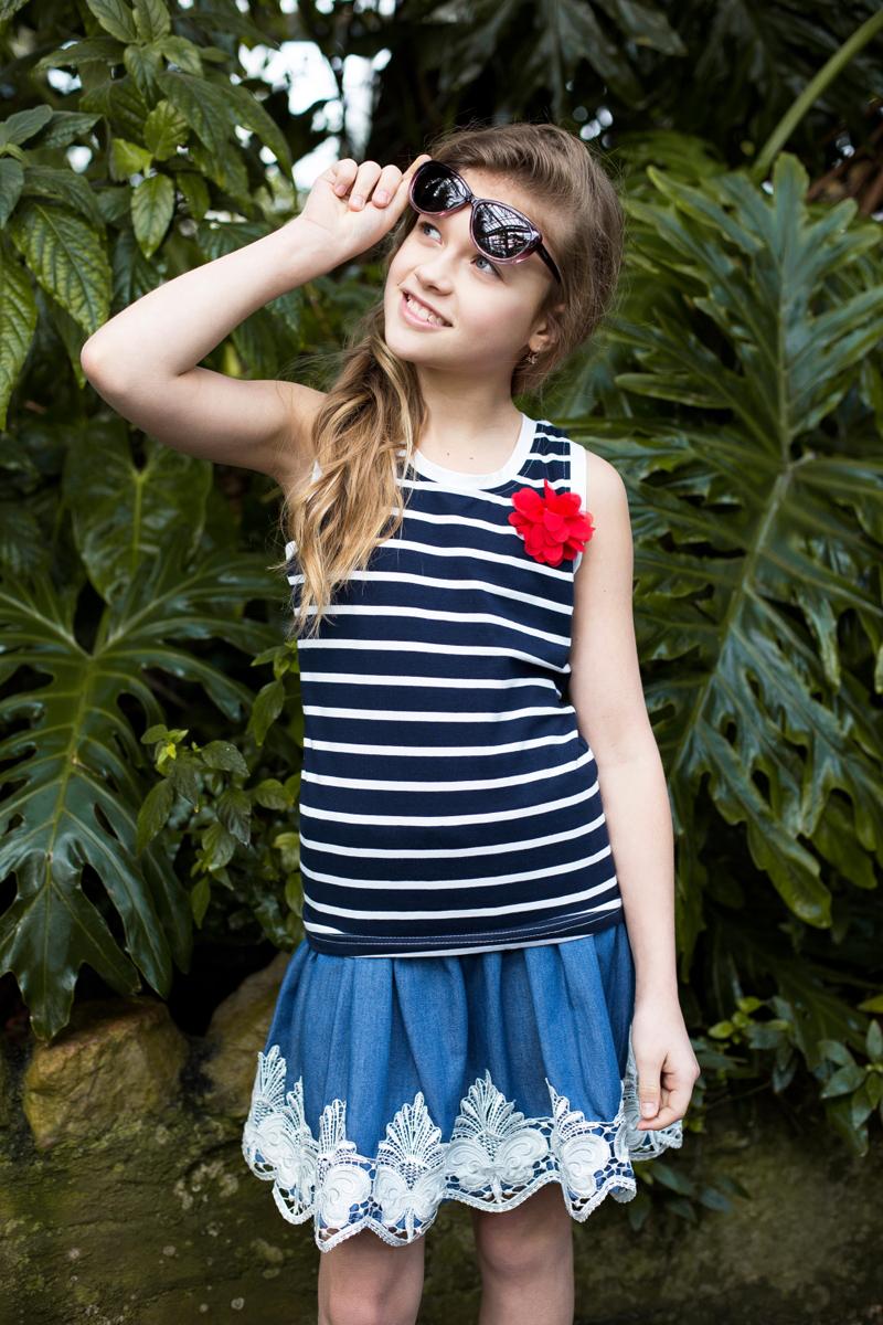 Майка для девочки Luminoso, цвет: синий, белый. 718101. Размер 146718101Стильная трикотажная майка-топ приталенного кроя в полоску, декорированная цветком.