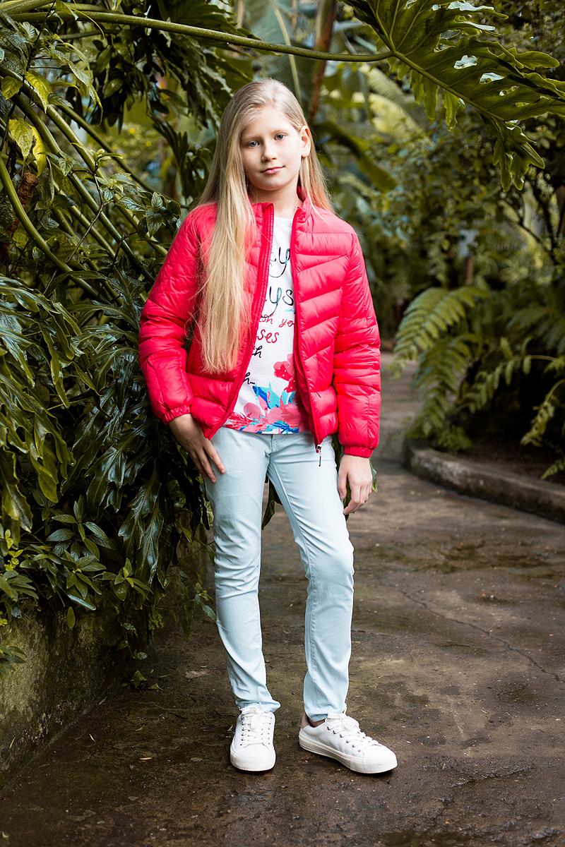 Куртка для девочки Luminoso, цвет: красный. 718145. Размер 158718145Легкая и стильная стеганая куртка для девочки имеет воротник-стойку, потайные карманы на молнии. Застегивается на молнию.