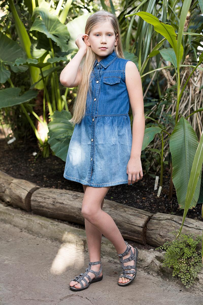 Платье для девочки Luminoso, цвет: синий. 718163. Размер 140718163Платье из тонкого хлопка под джинсу с отложным воротничком застегивается на оригинальные пуговки.