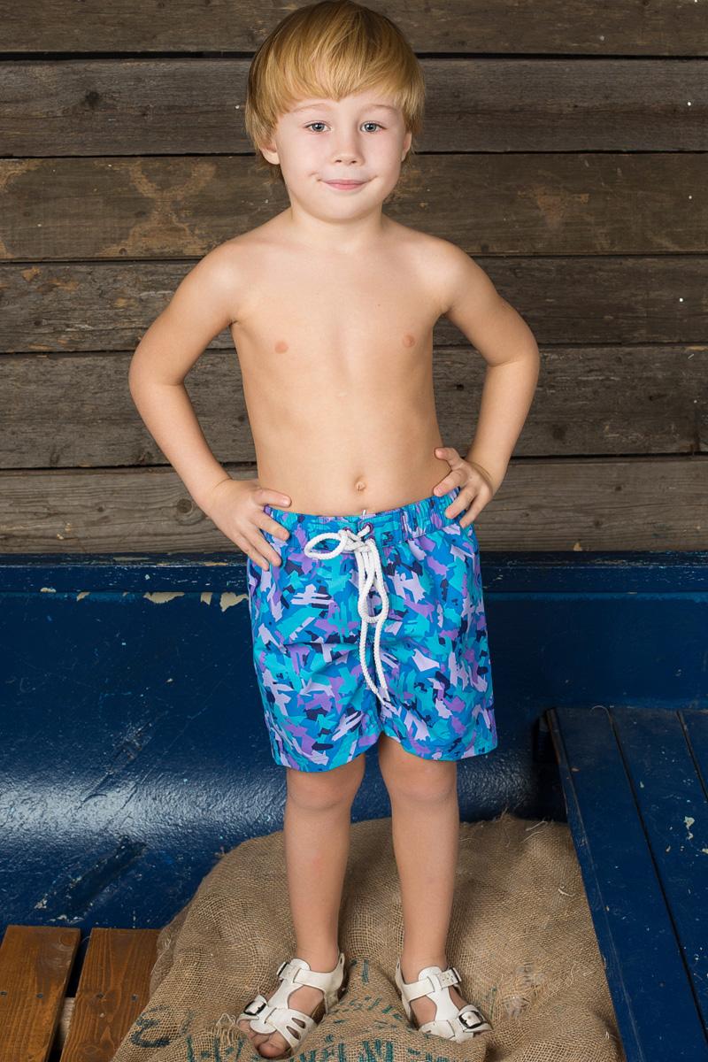 Шорты пляжные для мальчика Sweet Berry, цвет: голубой, сиреневый, синий. 196389. Размер 110196389Пляжные шорты для мальчика Sweet Berry - идеальный вариант, как для купания, так и для отдыха на пляже. Модель с вшитыми сетчатыми трусиками на поясе имеет эластичную резинку с декоративной шнуровкой, благодаря чему шорты не сдавливают живот ребенка и не сползают. Изделие оформлено оригинальным принтом и дополнено имитацией ширинки.Шорты быстро сохнут и сохраняют первоначальный вид и форму даже при длительном использовании.