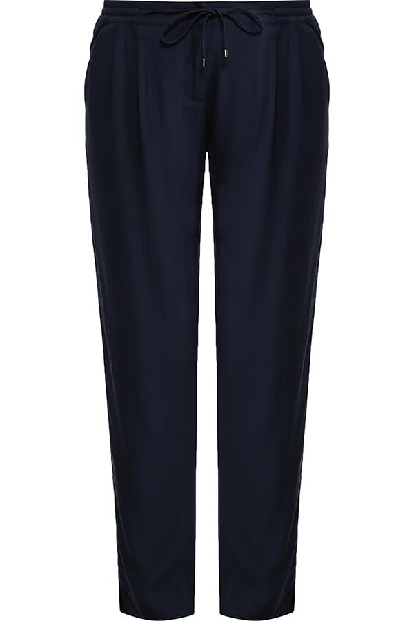Брюки женские Finn Flare, цвет: темно-синий. S17-11051_101. Размер M (46)S17-11051_101Стильные женские брюки Finn Flare станут отличным дополнением к вашему гардеробу. Модель изготовлена из вискозы, она великолепно пропускает воздух и обладает высокой гигроскопичностью. Эти модные и в тоже время удобные брюки помогут вам создать оригинальный современный образ. В них вы всегда будете чувствовать себя уверенно и комфортно.