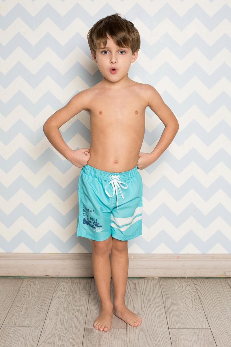 Шорты пляжные для мальчика Sweet Berry, цвет: бирюзовый. 713100. Размер 128713100Пляжные шорты для мальчика Sweet Berry, изготовленные из качественного материала, - идеальный вариант, как для купания, так и для отдыха на пляже. Модель с вшитыми сетчатыми трусиками на поясе имеет эластичную резинку, регулируемую шнурком, благодаря чему шорты не сдавливают живот ребенка и не сползают. Изделие оформлено оригинальным принтом и дополнено имитацией ширинки.Шорты быстро сохнут и сохраняют первоначальный вид и форму даже при длительном использовании.