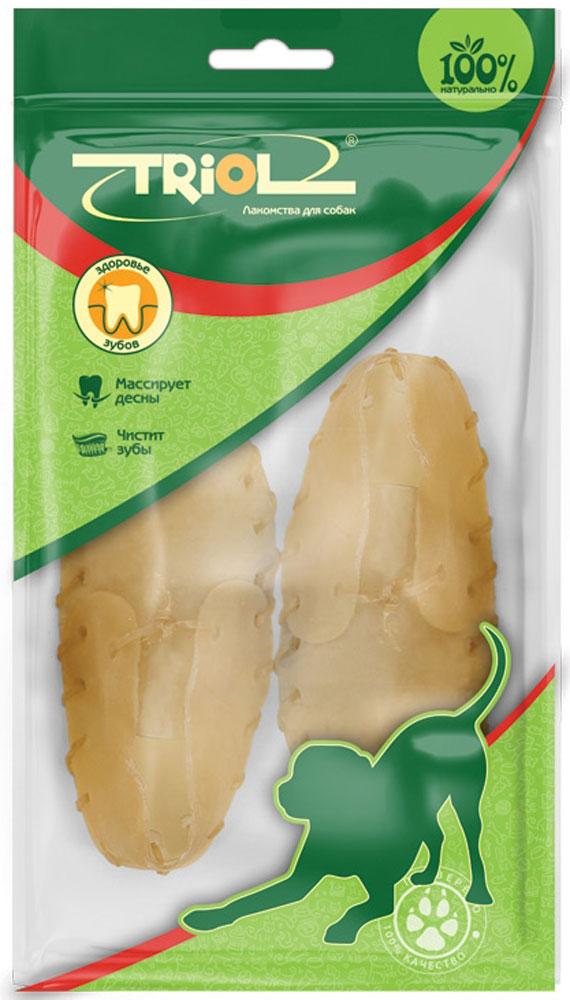 Лакомство для собак Triol Ботинок, длина 7,5 см, 2 штRS3-2PБотинки из сыромятной кожи. Лакомства Triol™ из сыромятной кожи прекрасно очищают межзубное пространство, предотвращают образование зубного камня, тренируют челюстные мышцы, привлекают внимание собаки на долгое время, что значительно снижает риск порчи предметов мебели и личных вещей хозяина. Подходит для собак мелких пород.Размер 7,5 см. Вес 1 штуки 10-15 г. Упаковка: цветной пакет 2 шт.