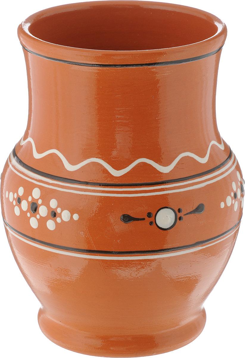 Кринка Ломоносовская керамика, 1,3 лЛ0733Кринка (крынка) Ломоносовская керамика изготовлена из глины и украшена эксклюзивныморнаментом. Такая кринка удобна для использования под молоко и другие напитки.Нашипредки не зря использовали глиняную посуду для хранения молока - в керамической кринке онодольше остается свежим и не скисает. Если вы покупаете настоящее деревенское молоко - то такая кринка вам наверняка пригодится. Глиняная кринка не займет много места в вашем холодильнике. Но вы точно будете знать,что здесь - свежее, вкусное молоко, которое хочется пить прямо из горлышка. Объем: 1,3л. Диаметр (по верхнему краю): 11 см. Высота: 17,5 см.