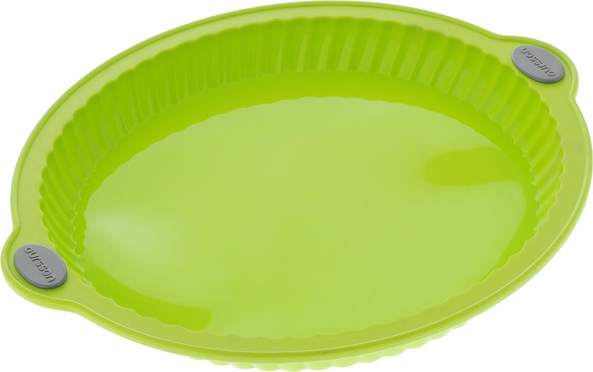 Форма для выпечки Oursson Пирог, цвет: зеленое яблоко, силиконовая, диаметр 29 смBW3204S/GAФорма для выпечки Oursson Пирог, выполненная из силикона с металлическим каркасом, будет отличным выбором для всех любителей домашней выпечки. Форма имеет круглую форму.Силиконовые формы для выпечки имеют множество преимуществ по сравнению с традиционными металлическими формами и противнями. Нет необходимости смазывать форму маслом. Она быстро нагревается, равномерно пропекает, не допускает подгорания выпечки с краев или снизу.Вынимать продукты из формы очень легко. Слегка выверните края формы или оттяните в сторону, и ваша выпечка легко выскользнет из формы.Материал устойчив к фруктовым кислотам, не ржавеет, на нем не образуются пятна. Форма может быть использована в духовках и микроволновых печах (выдерживает температуру от -20°С до +220°С), также ее можно помещать в морозильную камеру и холодильник.Размер формы: 32 х 29 х 3,4 см.