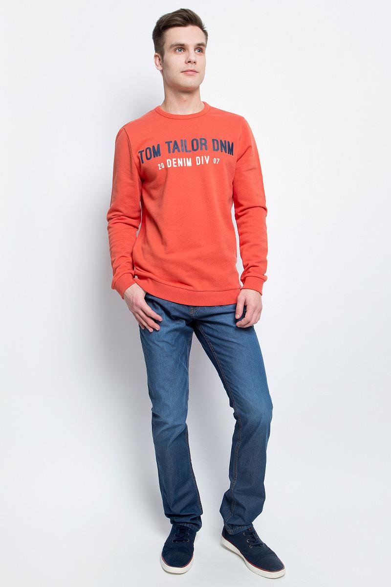 Джемпер мужской Tom Tailor, цвет: оранжевый. 2531287.00.12_4265. Размер XXL (54)2531287.00.12_4265Стильный мужской джемпер Tom Tailor изготовлен из натурального хлопка. Модель с круглым вырезом горловины и длинными рукавами оформлена спереди фирменным буквенным принтом. Рукава, горловина и низ изделия дополнены трикотажной эластичной резинкой.